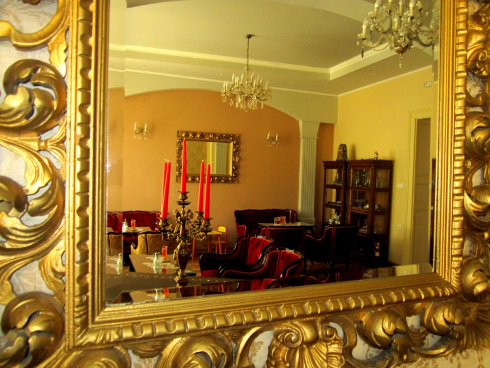 Salon mirror